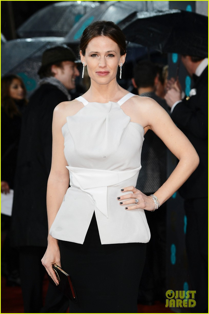 jennifer garner ben affleck baftas 2013 red carpet 122808863