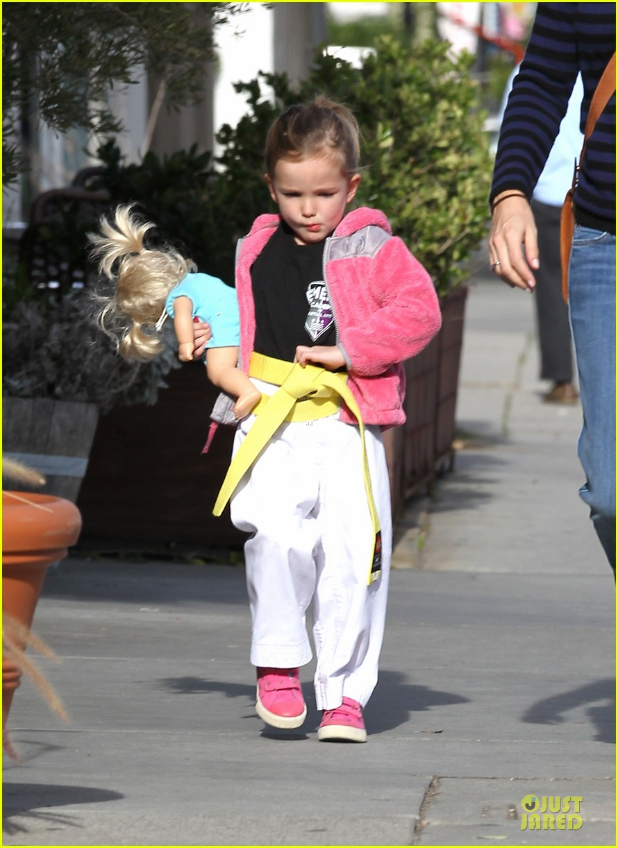 jennifer garner karate drop off with seraphina dolls 05