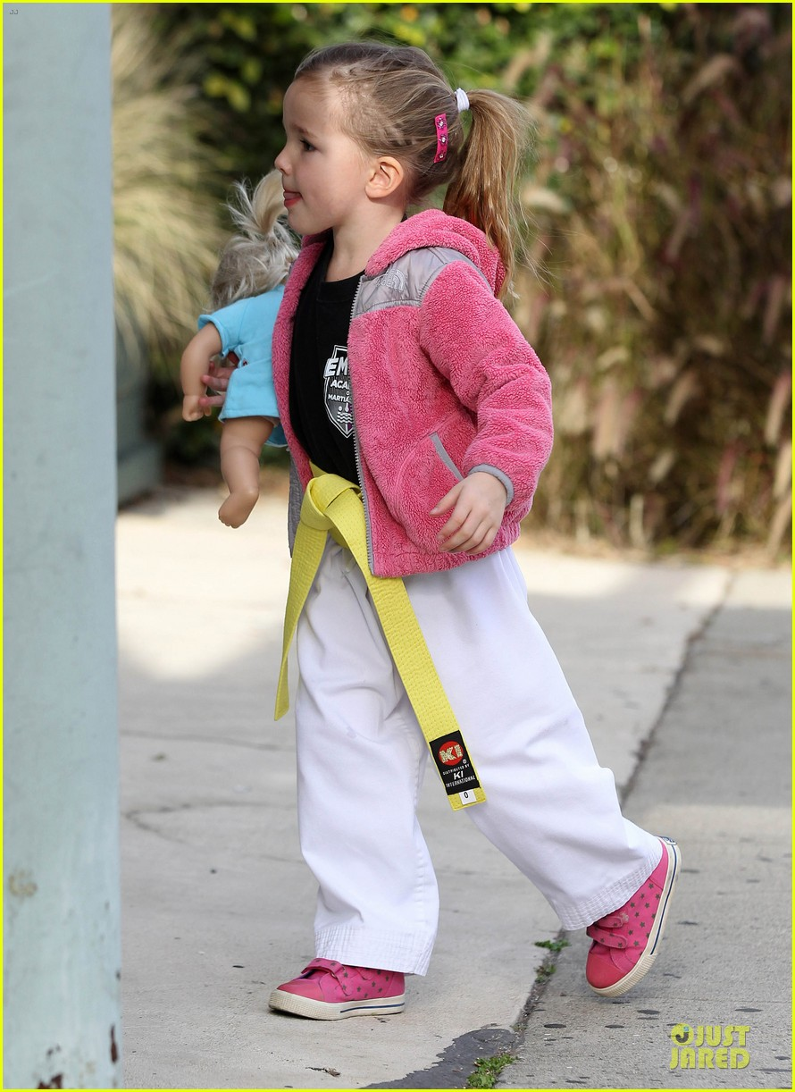 jennifer garner karate drop off with seraphina dolls 14