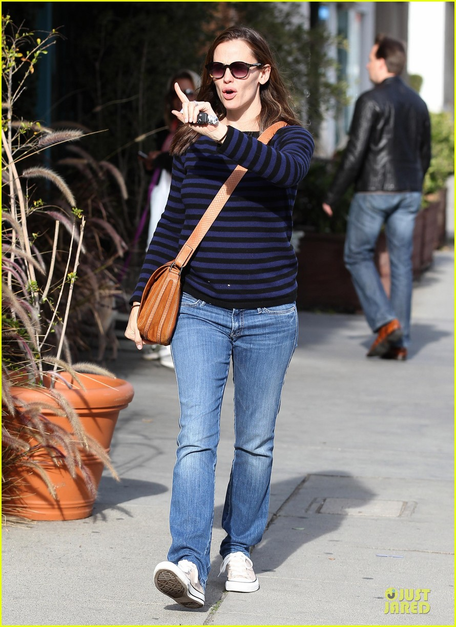 jennifer garner karate drop off with seraphina dolls 26