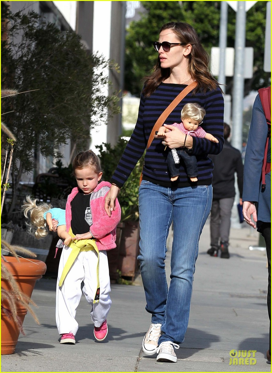 jennifer garner karate drop off with seraphina dolls 30