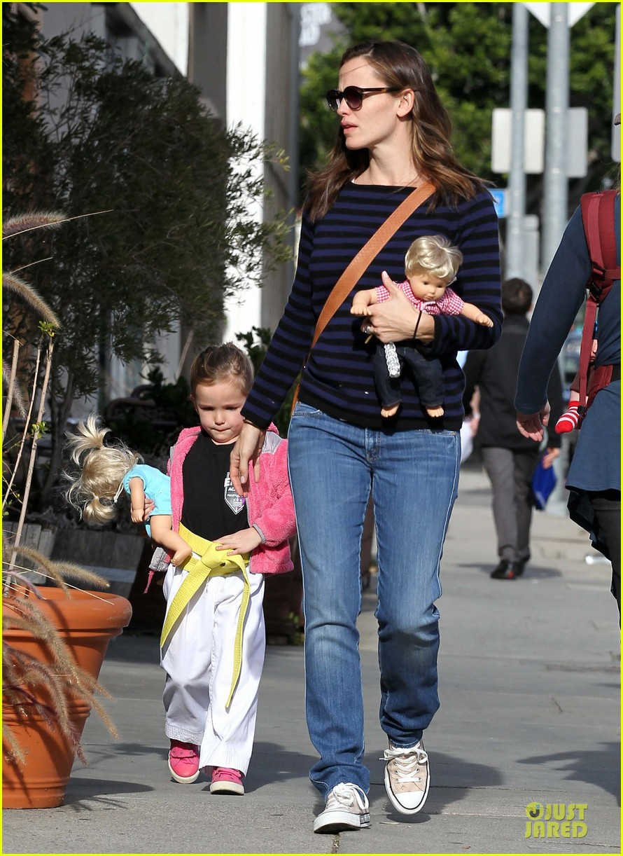 jennifer garner karate drop off with seraphina dolls 312803049