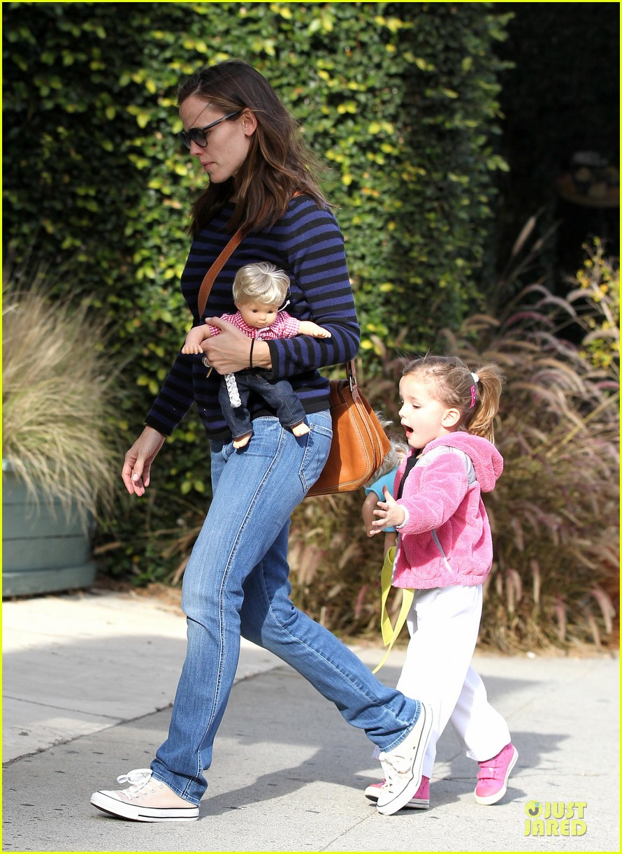 jennifer garner karate drop off with seraphina dolls 342803052