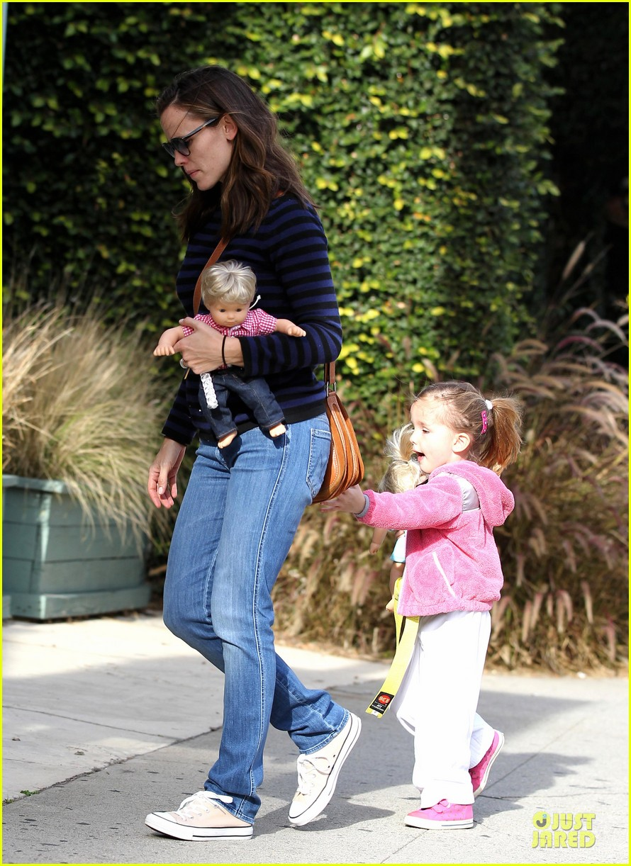 jennifer garner karate drop off with seraphina dolls 352803053