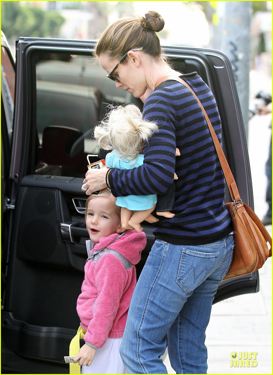 jennifer garner karate drop off with seraphina dolls 48