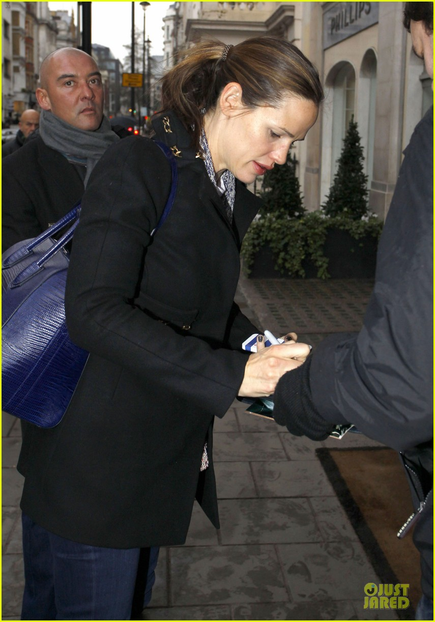 jennifer garner ben affleck london arrival for bafta 02