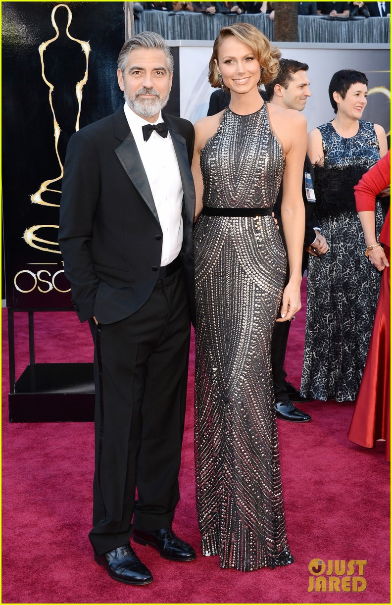 george clooney oscars 2013 with stacy keibler 01
