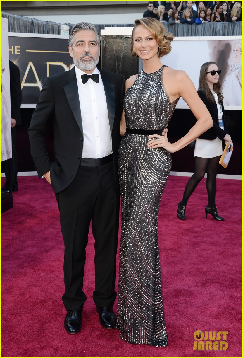 george clooney oscars 2013 with stacy keibler 05
