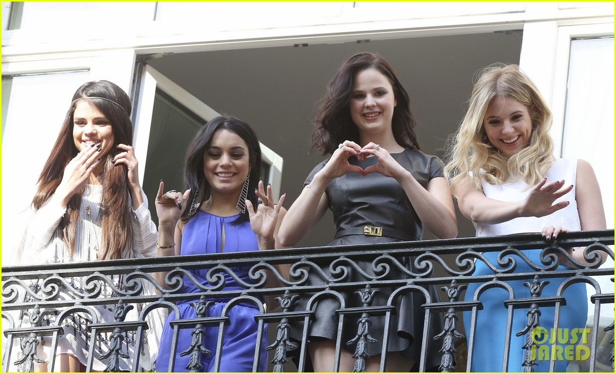 selena gomez vanessa hudgens spring breakers paris promo 05