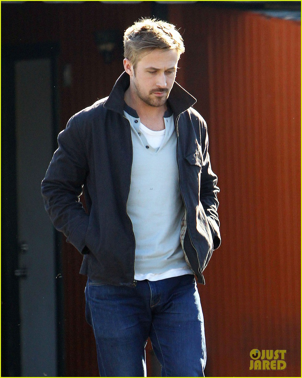 ryan gosling grabs lunch eva mendes hugo head out 04
