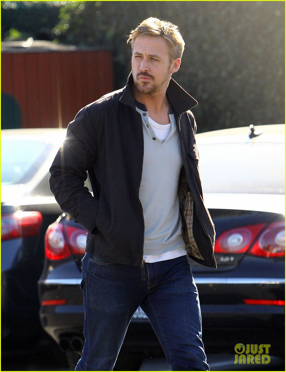 ryan gosling grabs lunch eva mendes hugo head out 24