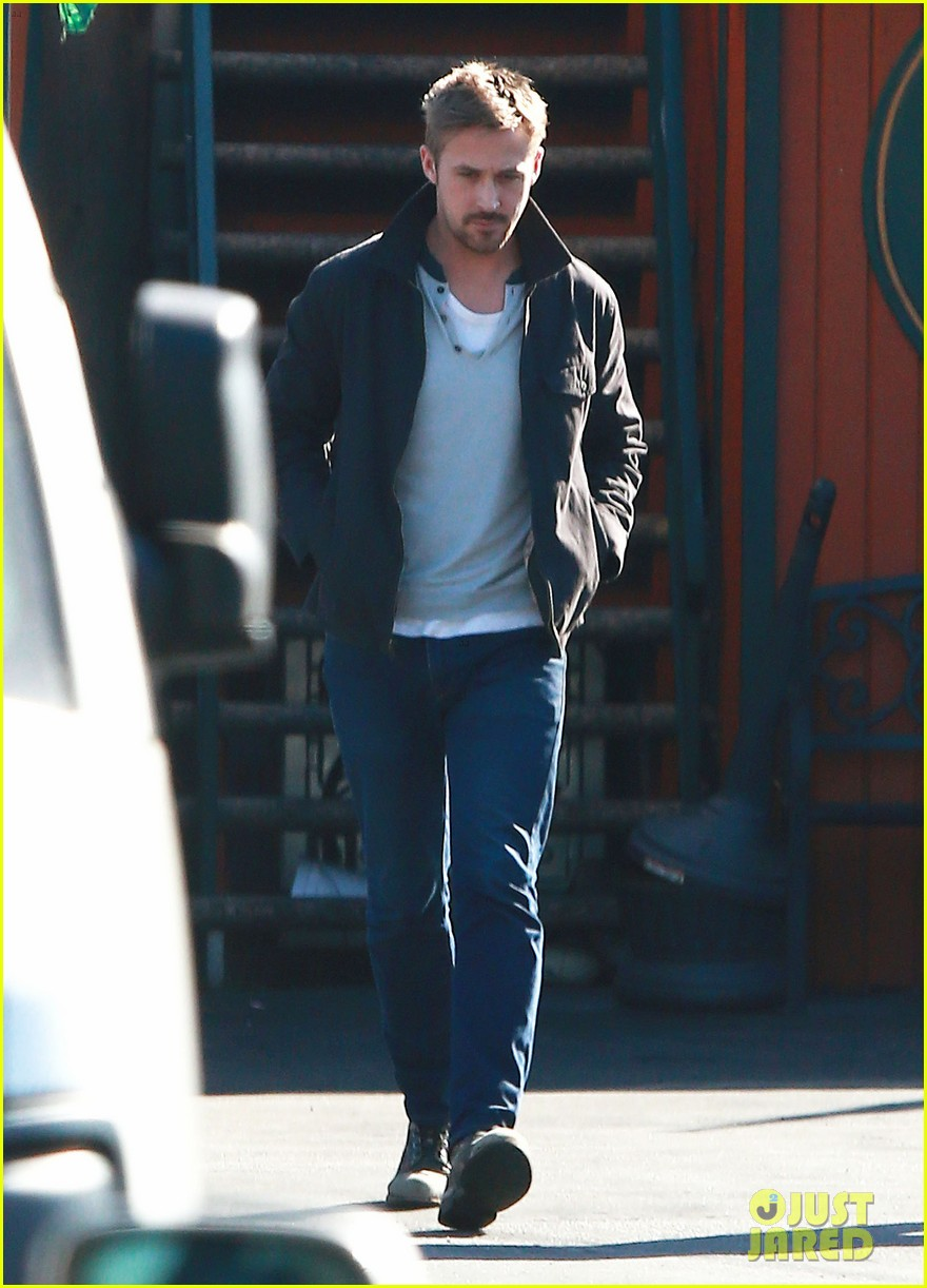 ryan gosling grabs lunch eva mendes hugo head out 25