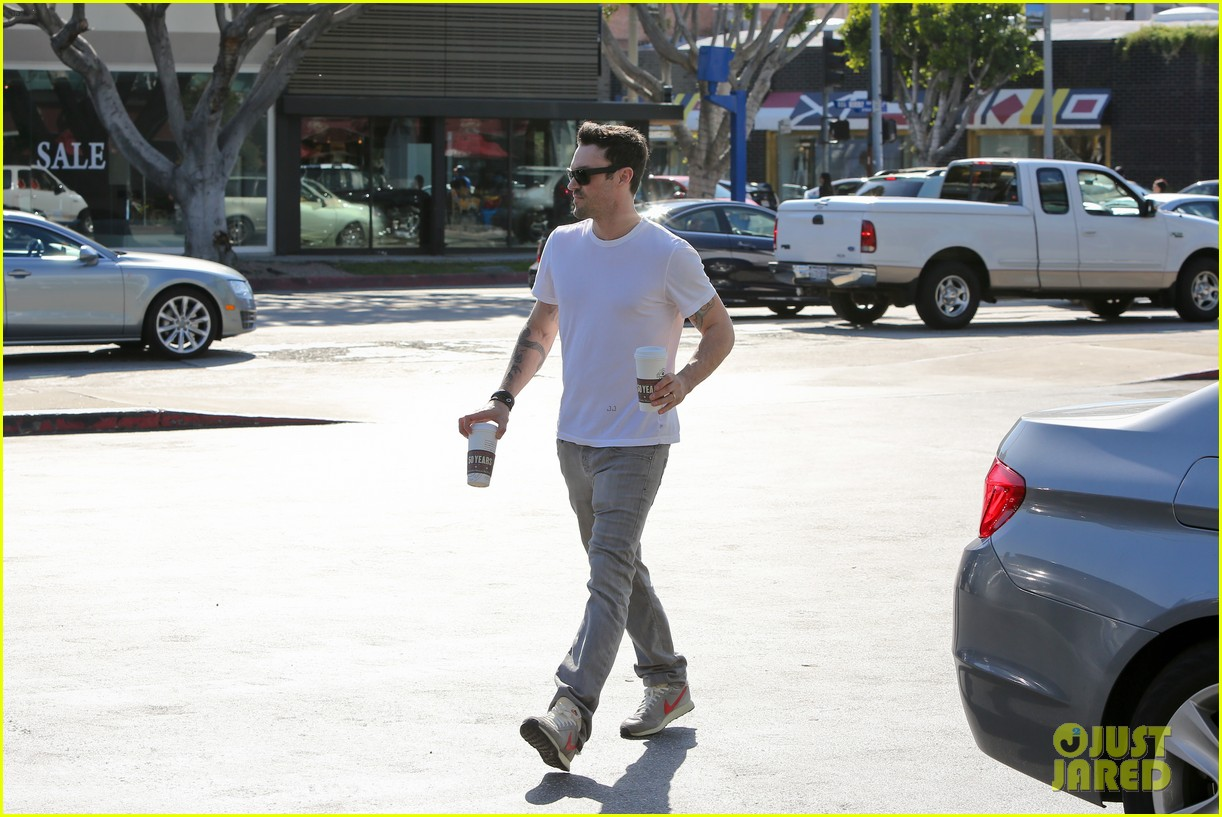 brian austin green coffee bean stop 05