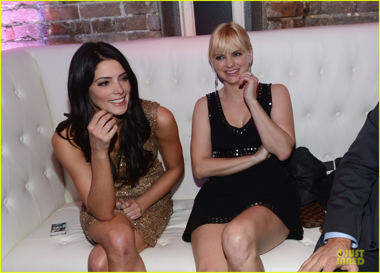 ashley greene anna faris super bowl partying gals 11
