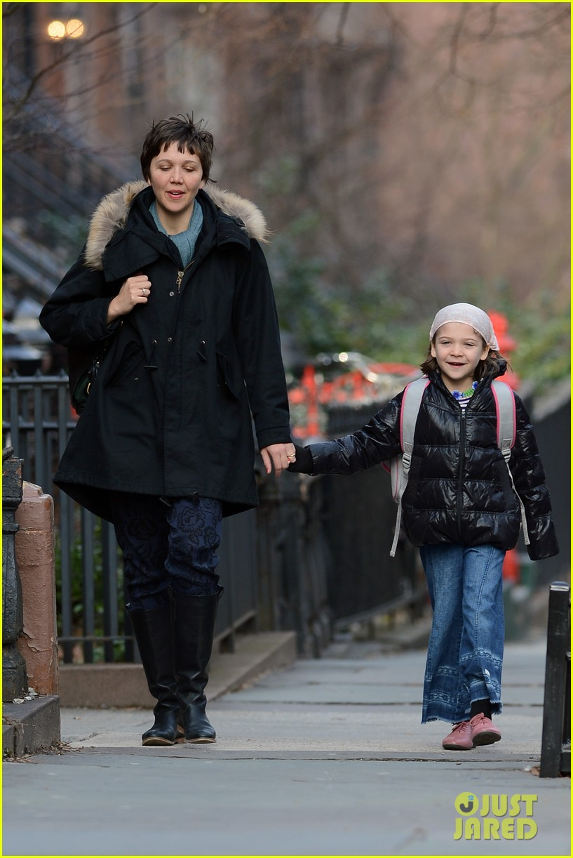 maggie gyllenhaal short haired school walk 04