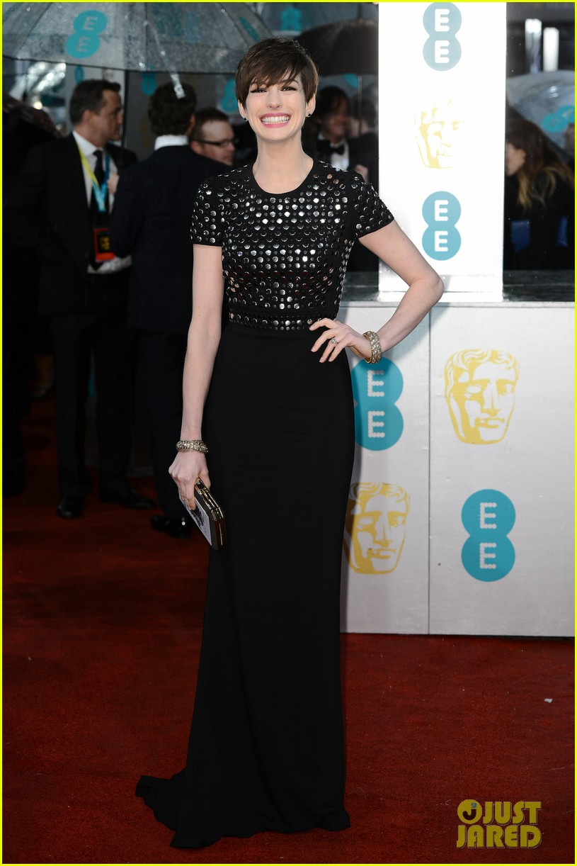 anne hathaway baftas 2013 red carpet 01