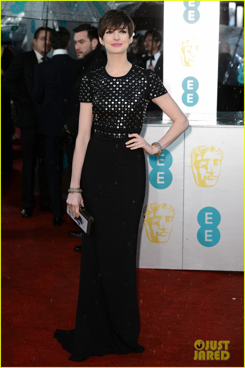 anne hathaway baftas 2013 red carpet 03