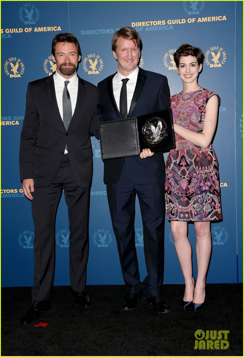anne hathaway dga awards 2013 with hugh jackman 03