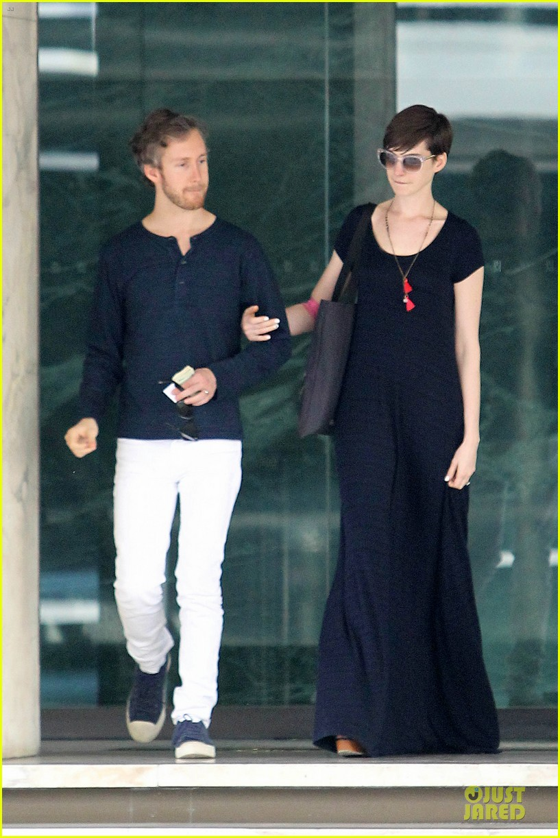 anne hathaway adam shulman medical office visiting couple 01