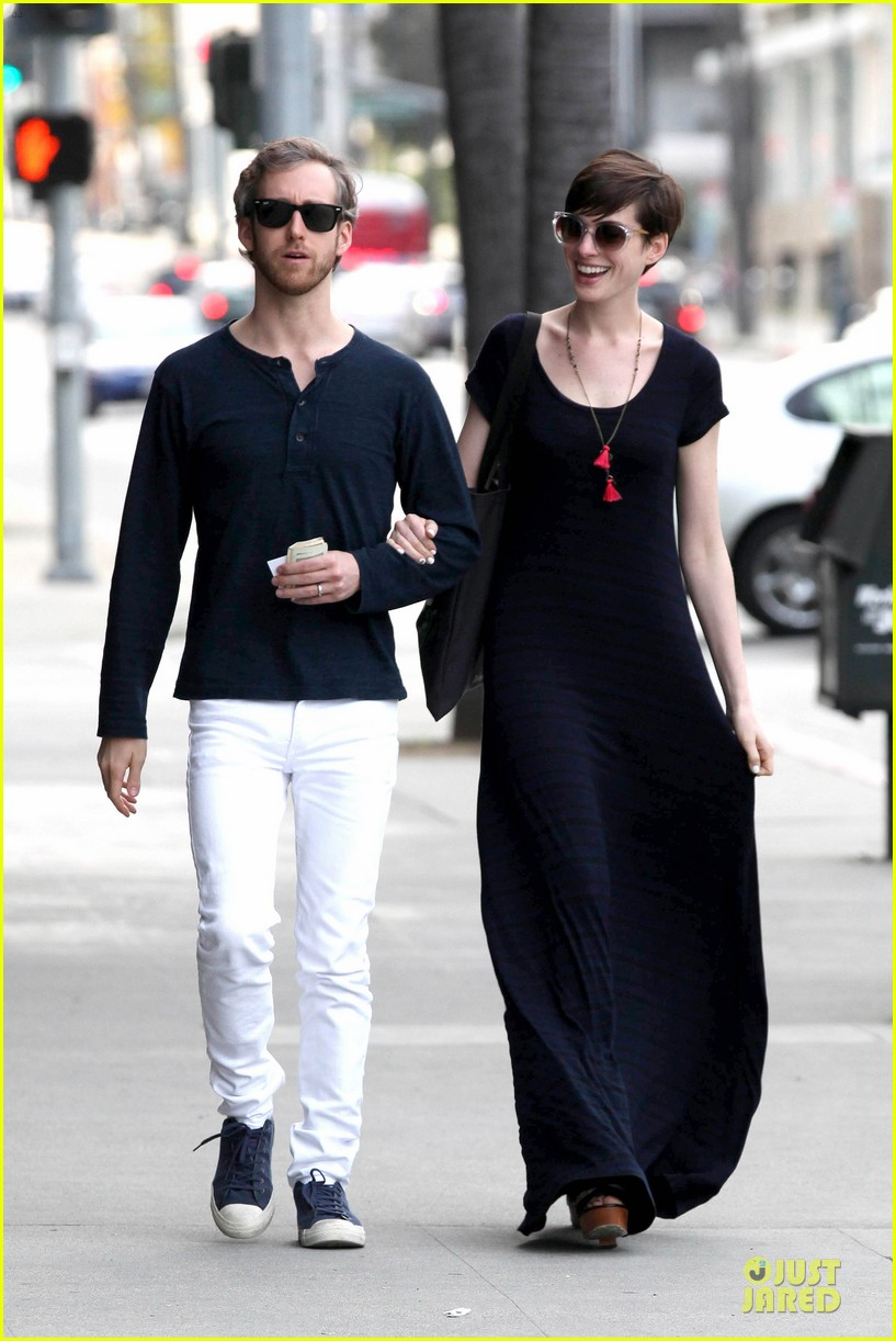 anne hathaway adam shulman medical office visiting couple 03