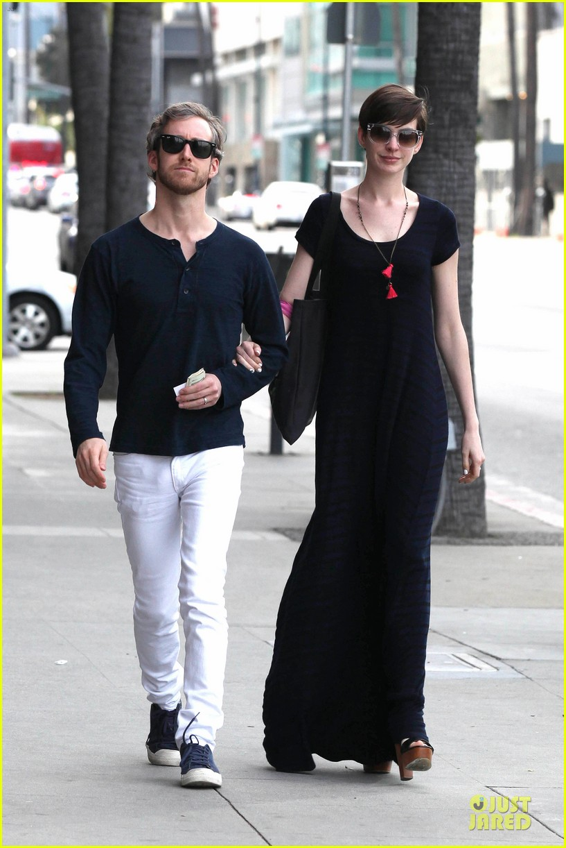 anne hathaway adam shulman medical office visiting couple 04