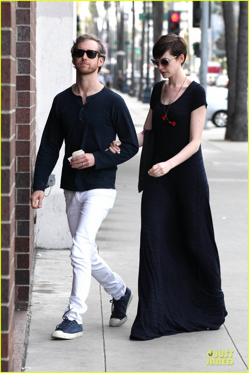 anne hathaway adam shulman medical office visiting couple 05