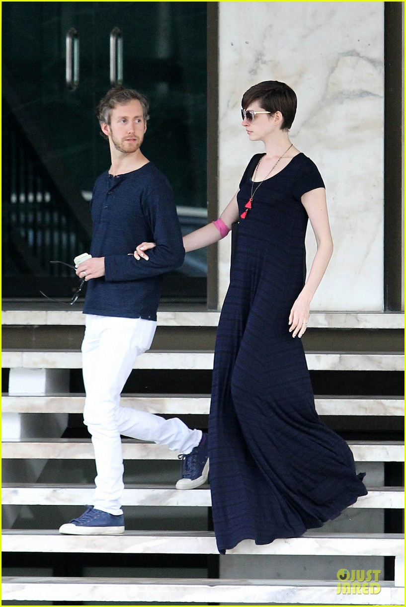 anne hathaway adam shulman medical office visiting couple 07