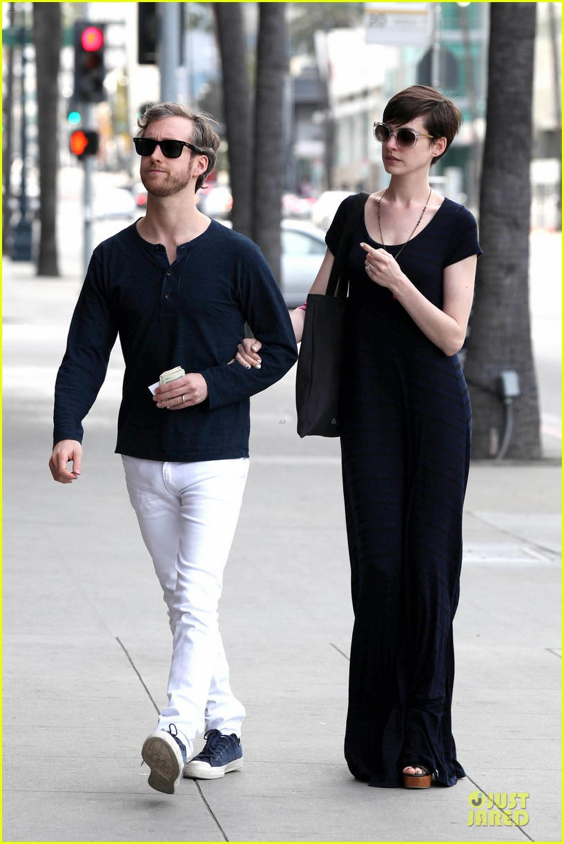 anne hathaway adam shulman medical office visiting couple 08