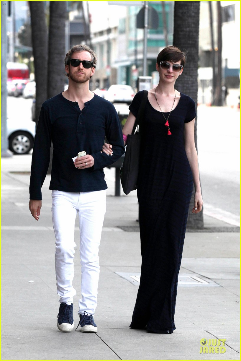 anne hathaway adam shulman medical office visiting couple 09