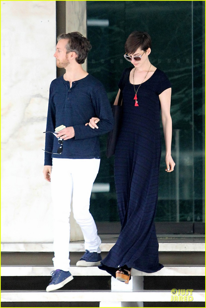 anne hathaway adam shulman medical office visiting couple 12