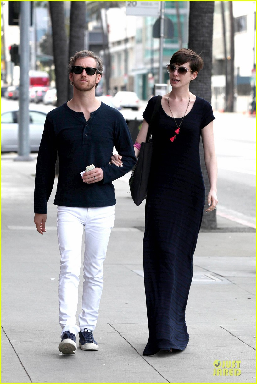 anne hathaway adam shulman medical office visiting couple 13