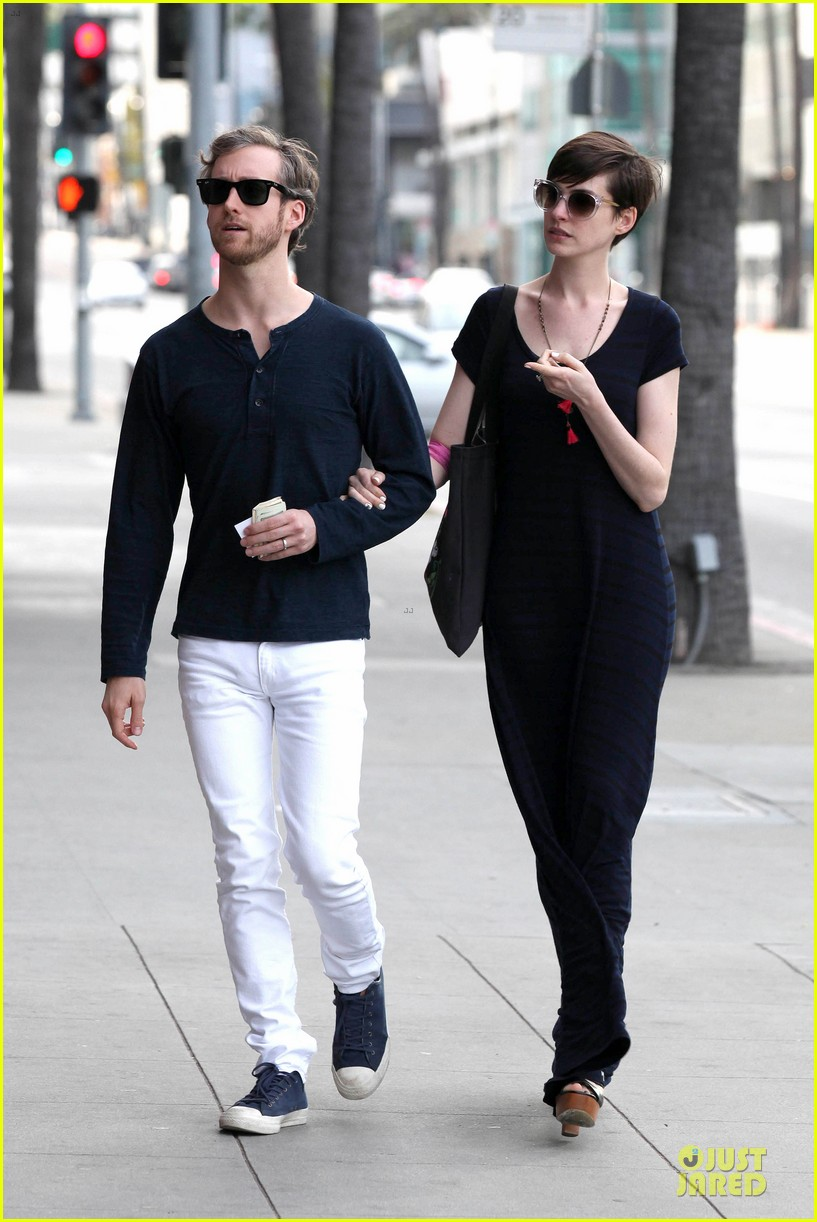 anne hathaway adam shulman medical office visiting couple 14