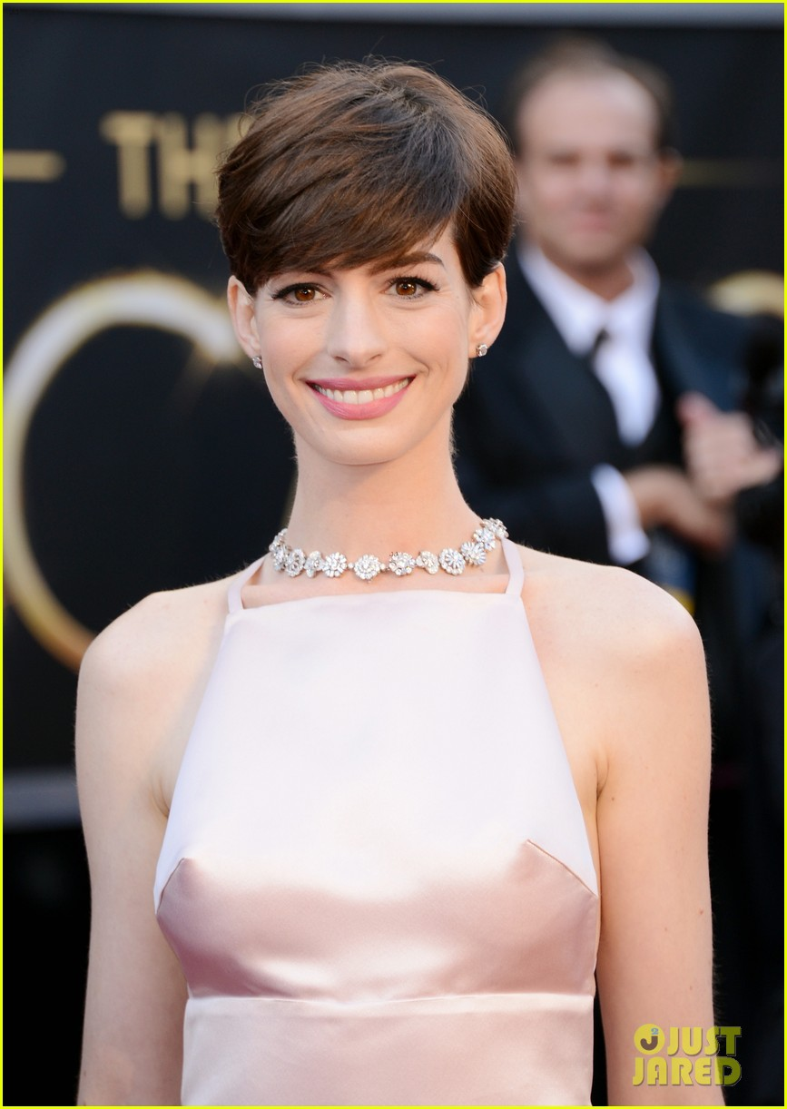 anne hathaway oscars 2013 red carpet 042819072