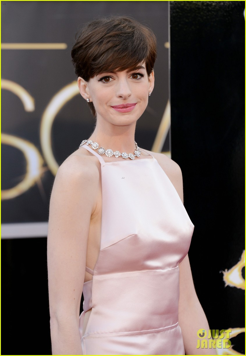 anne hathaway oscars 2013 red carpet 08