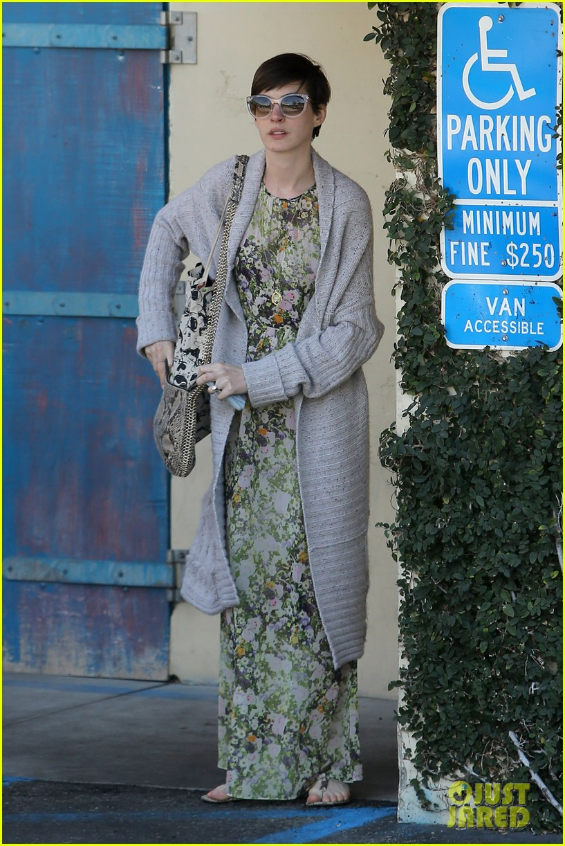 anne hathaway steps out post oscar win in beverly hills 14