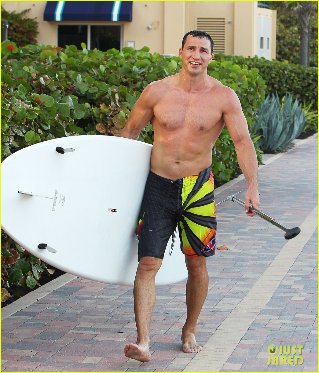 hayden panettiere miami beach day with shirtless wladimir klitschko 06