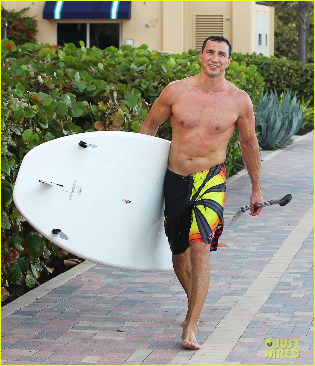 hayden panettiere miami beach day with shirtless wladimir klitschko 07