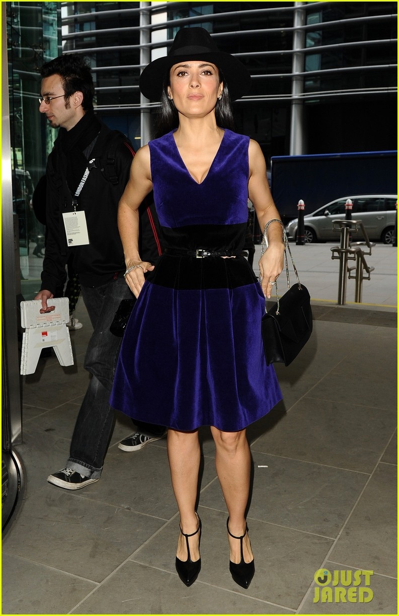 salma hayek christopher kane fashion show 012814519