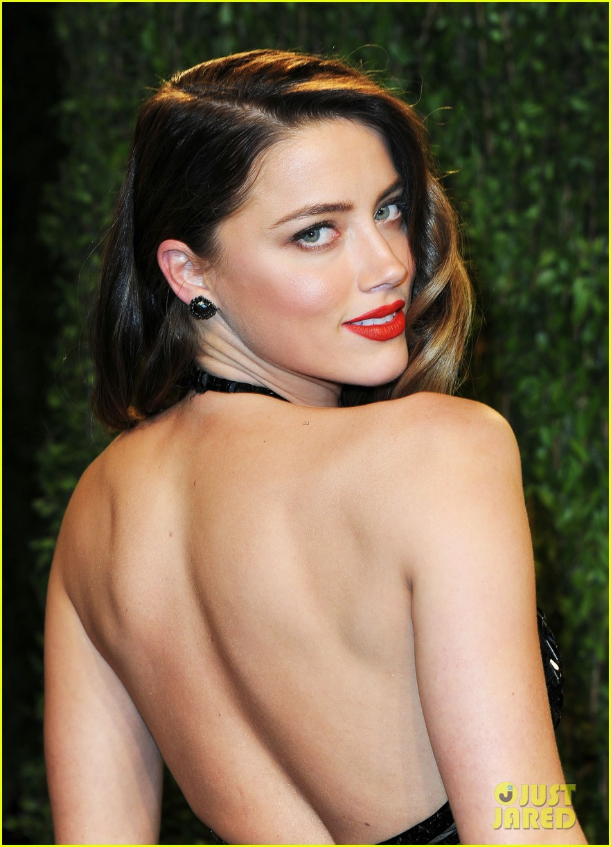 amber heard vanity fair oscars party 2013 02