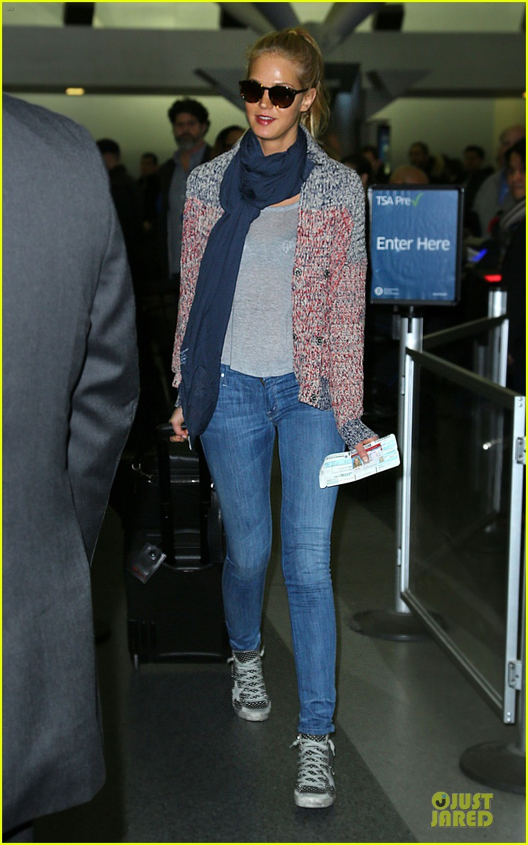 erin heatherton autograph signing at jfk airport 01