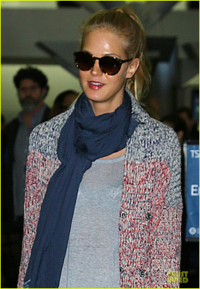 erin heatherton autograph signing at jfk airport 042815386