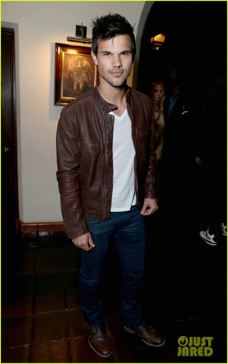 liam hemsworth taylor lautner grey goose pre oscars party 05