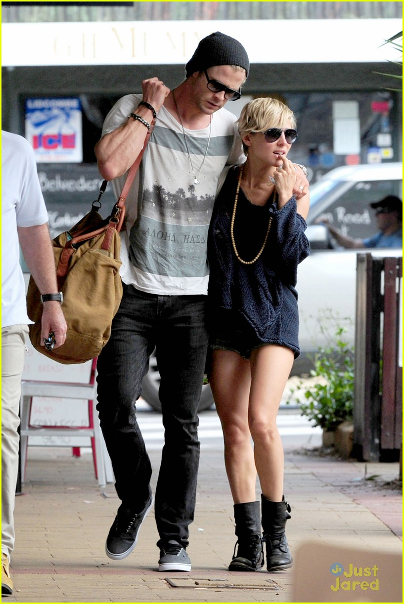 chris hemsworth elsa pataky sydney stroll with india 062814747