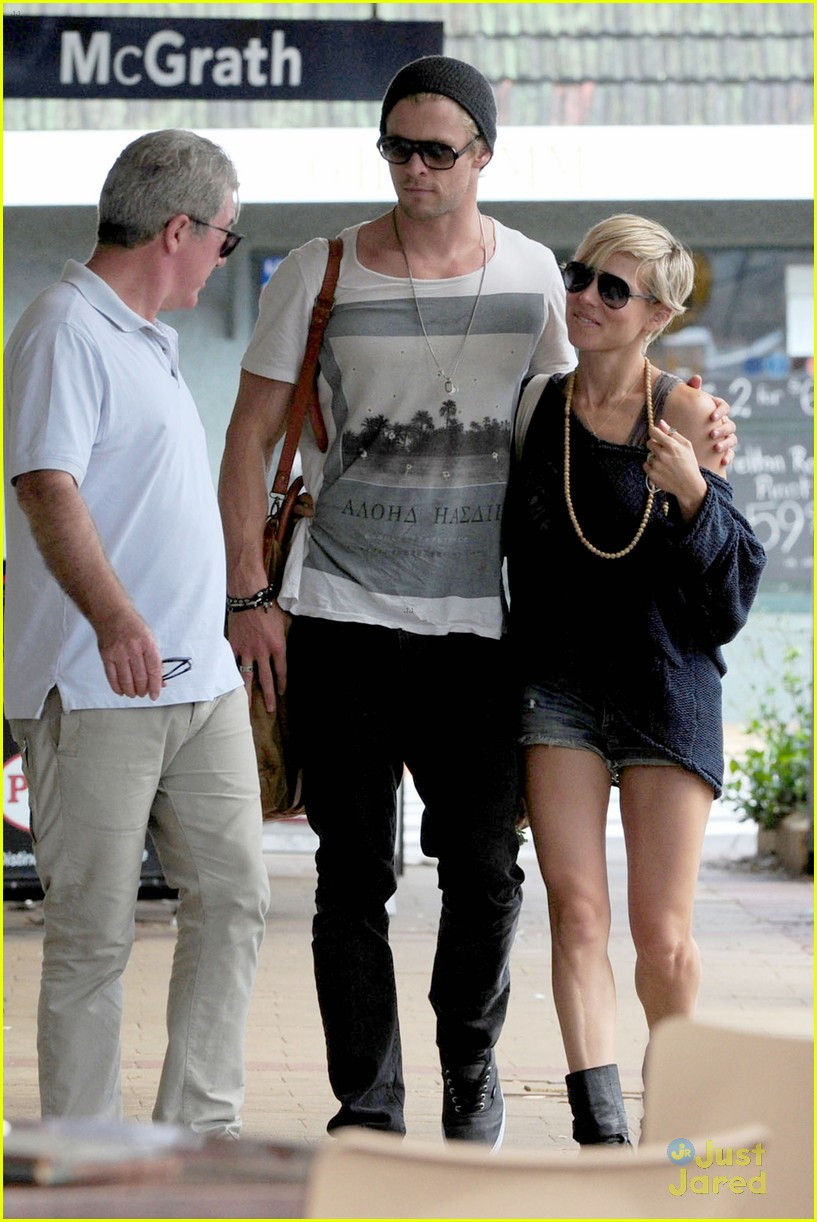 chris hemsworth elsa pataky sydney stroll with india 18