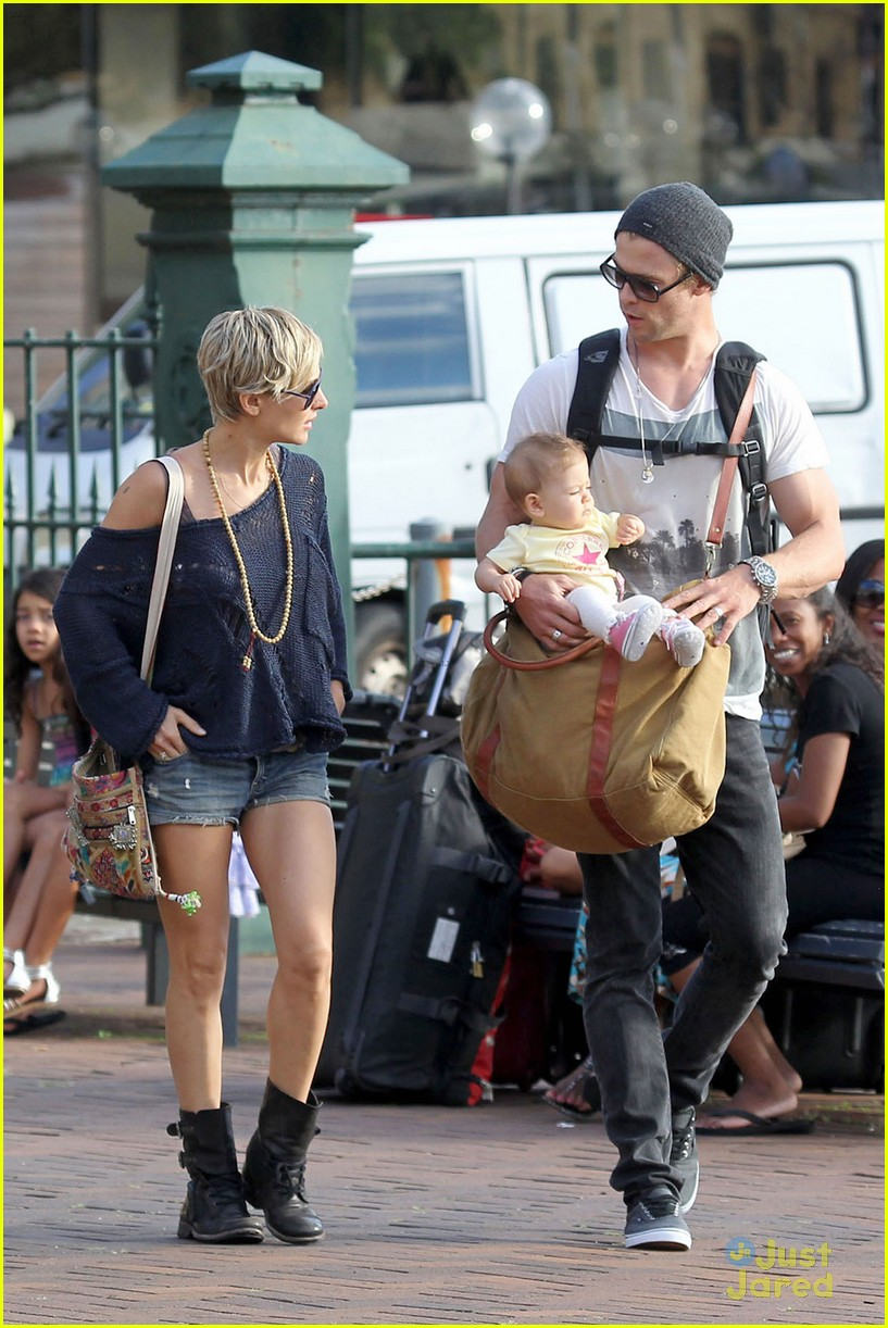 chris hemsworth elsa pataky sydney stroll with india 222814763