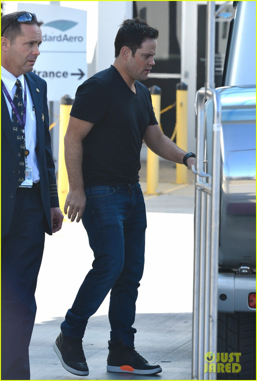hilary duff mike comrie lax departure with luca 03