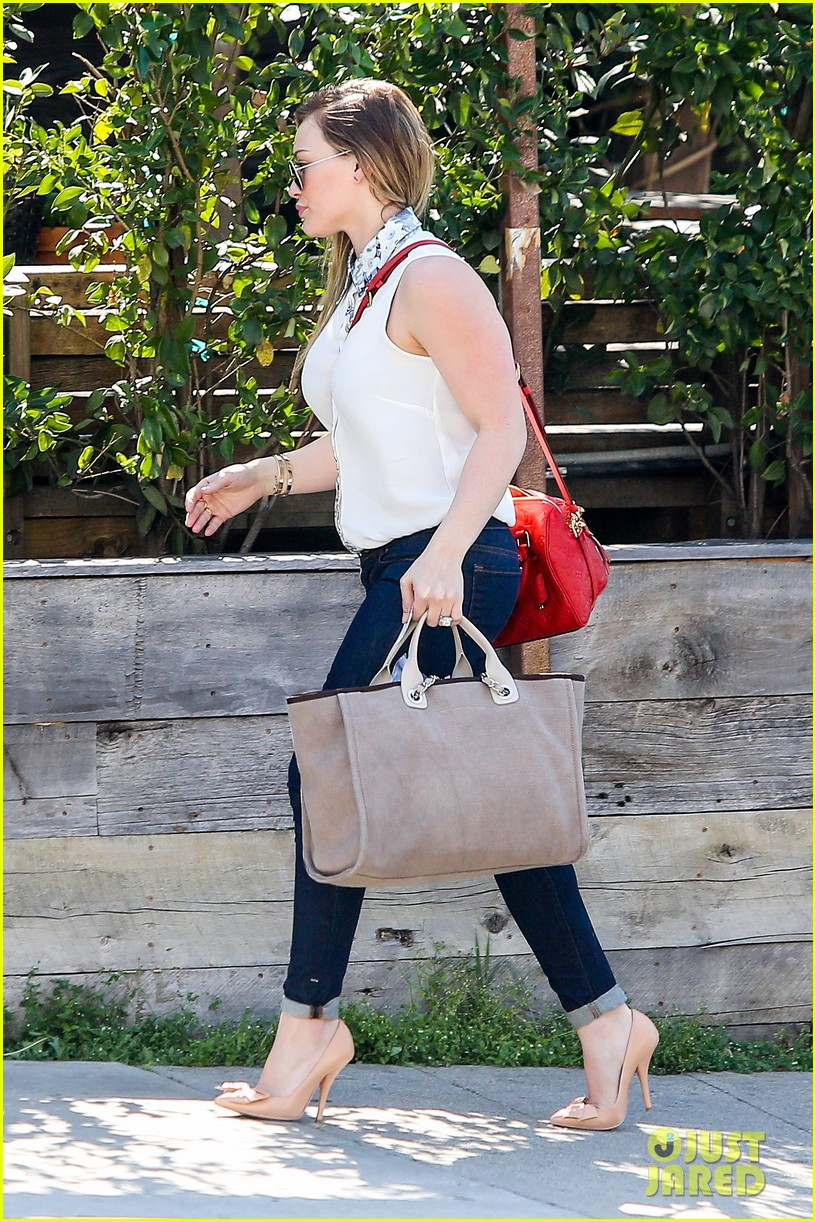hilary duff mike comrie lax departure with luca 05