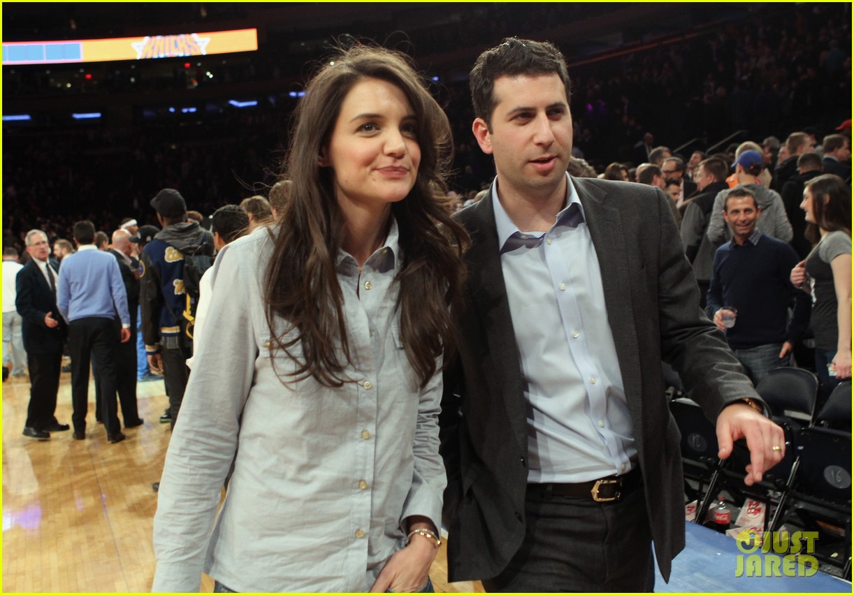 katie holmes knicks game with mystery man 02