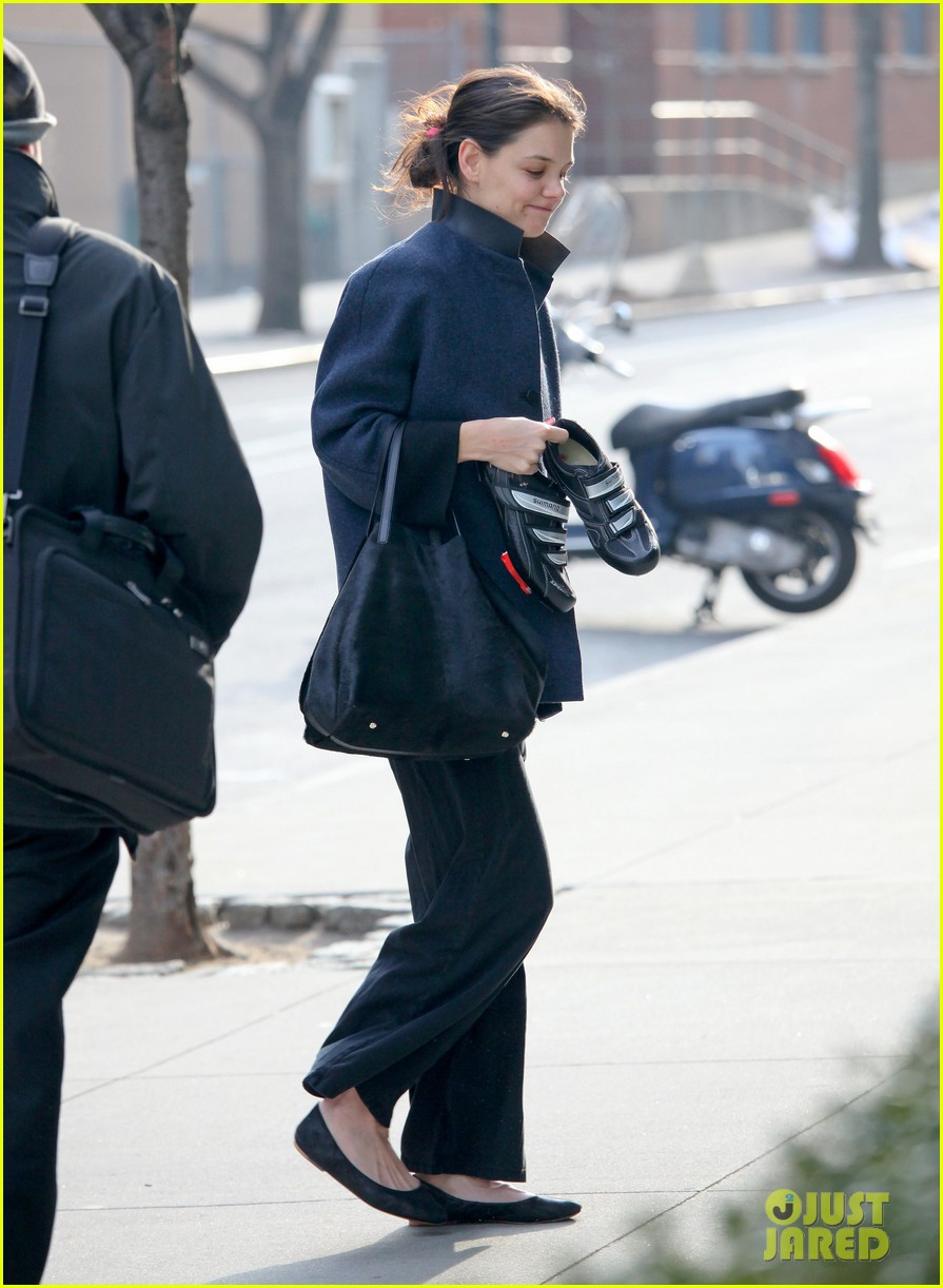 katie holmes morning workout after suri dropoff 01