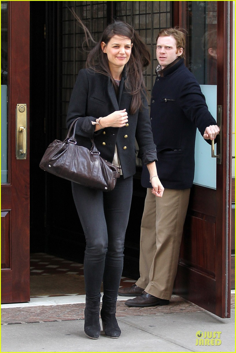 katie holmes skips new york fashion week this month 062802692